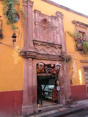 Entrance to Patio Relox, San Miguel de Allende, Mexico (Paul McClure DC) Tags: sanmigueldeallende mexico bajo guanajuato nov2016 historic architecture sculpture