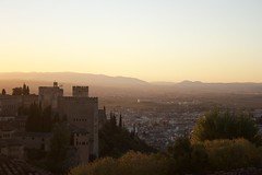 Vista de la Alhambra y la ciudad de Granada desde el Generalife. Atardecer de otoño (lamimesis) Tags: granada alambra generalice
