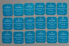 """ein """"Blauer Montag"""" kann viele """"Augenblicke der Freude"""" enthalten (Werner Schnell Images (2.stream)) Tags: ws tee teebeutel teebeutelanhnger anhnger tea teatags freude joy blau blue"""