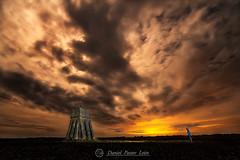Te Veo (Daniel Pastor 70) Tags: roja torreon verticegeodesico guadalajara berninches españa noche nocturna luz linterna nubes