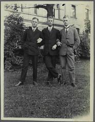 "Archiv Chr026 ""Pfingsten 1926"" (Hans-Michael Tappen) Tags: archivhansmichaeltappen outdoor mnner kleidung anzug costume krawatte mode schuhe 1926 1920er 1920s"