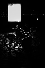 Vlo solitaire (alex bo.) Tags: bike bicloo nantes france vlo urban city cityscape light lights night street nikon nikond90 50mm