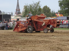 Massey-Ferguson MF 30 combine harvester / Mhdrescher (Mc Steff) Tags: masseyferguson mf 30 combine harvester mhdrescher museumkiemeleseifertshofen2016