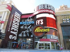 Hersheys Chocolate World (TheTransitCamera) Tags: nevada usa strip city lasvegas hersheys chocolate world candy sugar sweets shopping store retail