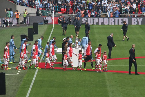 Community Shield 13 - Managers lead the teams out