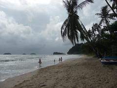 Ko Chang (Eric Bhm) Tags: sea beach clouds strand palms thailand island rocks wolken zee tropical branding eiland kochang palmen lonelybeach thailand20142