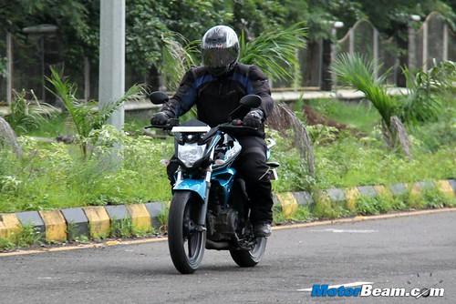 2014-Yamaha-FZ-V2-20