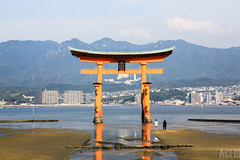 Itsukushima Shrine Torii (craigace) Tags: scale japan shrine miyajima lowtide torii itsukushima itsukushimashrinetorii