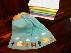MaNTa SoFt CaRnEiRiNhOs (DoNa BoRbOlEtA. pAtCh) Tags: baby soft handmade application beb patchwork applique manta quiltlivre bordadomo mantasoft donaborboletapatchwork denyfonseca