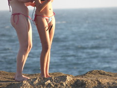Plage Ipanema Rio de Janeiro Brazil (thiery49) Tags: girls light sunset sea brazil two sun mer beach rio photography soleil couple photographie janeiro bresil leg double copacabana bikini lumiere deux bain plage filles adolescentes ipanema couchant maillot selfie jambe
