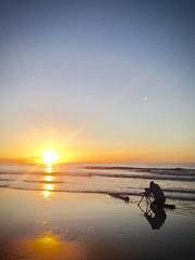 Making of (bhansen.kiel) Tags: making hinter den kulissen beach strand sunset sonnenuntergang ozean nordsee north sea sky himmel sun sonne reflection reflexion spiegelung fotograf photograph action anglerhose danger