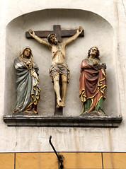 Trier, Hauptmarkt, Steipe, Kreuzigungsgruppe (Crucifixion group (HEN-Magonza) Tags: trier hauptmarkt centralmarket steipe kreuzigung crucifixion rheinlandpfalz rhinelandpalatinate germany deutschland