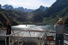 The MS Lofoten in the Trollfjord, Norway (7) (Phil Masters) Tags: 21stjuly july2016 norwayholiday norway raftsund raftsundet thetrollfjord trollfjorden trollfjord shipsandboats msspitsbergen hurtigruten mslofoten tourists