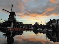 Woudsend, sailing school asleep (Alta alatis patent) Tags: woudsend ee sunset reflections sailing school jager windmill