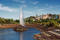 Saguenay (Québec, Canada) (Andrea Moscato) Tags: andreamoscato canada america view vista vivid water acqua freshwater fontana fountain parco park cielo clouds city città cityscape nuvole sky blue white green shadow light reflection day trees buildings rock stones