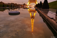 La tour dore.. (dblechris) Tags: tour effeil paris nuit doree light lumieres eau reflet france canon eos60d heure eiffeil tower bye night