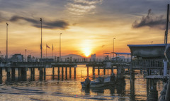 The sun is blinding my eyes. (Ah Wei (Lung Wei)) Tags: penang penangisland georgetown pulaupinang malaysia georgetownpenang my sunrises sunset sunsets longexposure landscape shore sunrise clouds nikon50mmf18g 50mmf18g nikond750 nikon ahweilungwei fullframe fx limjetty limjettypenang reflection inverted