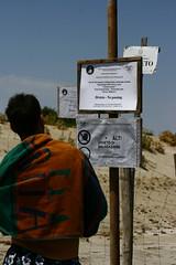 IMG_6268 (eugeniointernullo) Tags: holiday vacanza marzamemi sicily sicilia sicilianità divieto riserva reserve naturale natural vendicari oasi people watch guarda beach summer estate