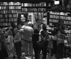 Lanamento de livro / Book launch (jadc01) Tags: books bookstore bookshelf booklaunch blackandwhite blackwhite riodejaneiro nikon nikon1855mm d3200 people streephotography readers lifestyle
