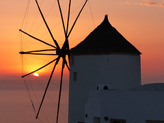 Oia (CORMA) Tags: sunset windmill moulin santorini greece santorin grèce oia cyclades coucherdesoleil île aegeansea meregée