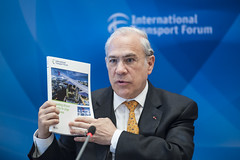 Angel Gurría presents the ITF publication: Expanding Aiport Capacity in Large Urban Areas