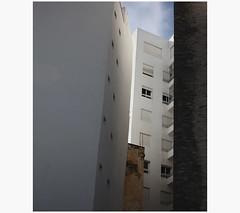 Tanger Wohnanlage (LichtEinfall) Tags: architecture maroc architektur marokko tanger fassade raperre maroc144schachtfinfex