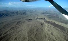 Lineas de Nasca 12 (Visualstica) Tags: mountain peru landscape aerialview paisaje aerial montaa area windowseat nasca vistaarea lneasdenasca