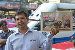 the king and a taxi driver (the foreign photographer - ) Tags: taxi driver holding poster king two dogs sapan mai bangkhen bangkok thailand nikon d3200