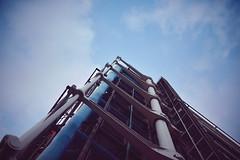 Centre Pompidou (@YannGarPhoto) Tags: paris france pompidou centrepompidou muse art georgespompidou beaubourg centrebeaubourg quartierdeshalles halles marais nikon d750 nikond750 fx 750 sigma sigmaart35mm 35mm f14 yanngar ciel sky