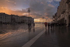 Piazza Unit (-BiriS-) Tags: trieste friuliveneziagiulia mare tramonto sunset piazzaunit fujifilm fuji xe2