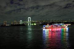 Odaiba - Rainbow Bridge (Larissa Merces Photos) Tags: canon eos kiss x5 japan odaiba rainbow bridge tokyo ligths lights water boat colors