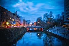 Malmö by night (Maria Eklind) Tags: skymmning bluehour bro himmel city sky streetview cityview malmö sweden dusk