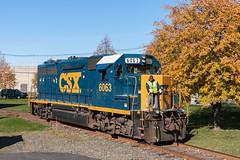 The Former GM50 (sullivan1985) Tags: newjersey nj freight freighttrain railroad railway csx csxt csxt6063 c777 local gp402 emd electromotive gm50 geep conductor crew colorite ridgefield bergencounty autumn color fall
