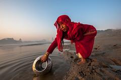 MYI_6202 (yaman ibrahim) Tags: india agra nikon d3 tajmahal yamuna morning water saree mis misty