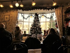 Tisanes Tea Room, Broadway - Happy Window Wednesday! (pefkosmad) Tags: highstreet broadway worcestershire tisanes tearoom teashop cotswolds 17thcentury old building tea coffee cake scones crumpets jam cream butter treat dayout traditional christmas winter afternoon window wednesday
