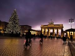 Un tomb per la vida... (Encarna Minet) Tags: brandenburguer tor berlin alemanya alemania germany nadal arquitectura