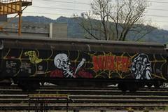 SBB Cargo Güterwagen Hbbillns 21 85 245 7 061 - 9 mit Totenkopf - Graffiti im Güterbahnhof Bern Weyermannshaus im Kanton Bern in der Schweiz (chrchr_75) Tags: chriguhurnibluemailch christoph hurni schweiz suisse switzerland svizzera suissa swiss chrchr chrchr75 chrigu chriguhurni 1405 mai 2014 hurni140508 eisenbahn bahn train treno zug schweizer bahnen albumbahnenderschweiz güterwagen mai2014 albumtotenköpfedarstellungdestodes death sensemann totenkopf totenschädel schädel skull kallo crâne cranio 頭蓋骨 schedel czaszka crânio skalle cráneo albumgüterwageninderschweiz eisenbahnwagen jernbane transport railway kuljetus voiture ferroviaire iompar iarnróid il trasporto ferroviario 客車 spoorwegrijtuig jernbanevogn wagon kolejowy transporte ferroviário järnvägsvagn vagón güter freight car