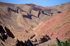 van Bou-Trarar naar Tourbist in de M'Gounkloof, hoefijzervormen, Marokko april 2014 (wally nelemans) Tags: morocco maroc marokko 2014 mgounkloof mgouncanyon boutrarar hoefijzerbergen horseshoemountains