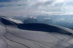 le Col du Midi, et derrire la Verte (4122m), les Droites (4000m) et les Courtes (3856m) (twiga269  FEMEN #JeSuisCharlie) Tags: white mountain france alps les montagne alpes landscape crossing top glacier mount climbing hut mountaineering summit piton gondola wilderness refugio savoie montaa exploration chamonix alpi 74 ascension montblanc borderline cabane haute alpinisme onthetop montebianco dme alpinism hautesavoie sommet ontheedge goter aiguille 4002 traverse montaismo gipfel 4304 cumbre 4810m 4810 italiens cosmiques miage tlcabine 4052 4807 topofmountain corde bionnassay lemontblanc 4807m refufe aiguilledebionnassay durier dmedugoter twiga269 ventiqueros 4052m 4304m pitondesitaliens 4002m