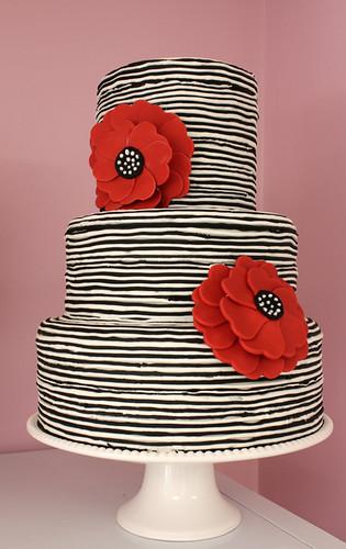 Tim Black and White striped Cake med