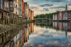 Trondheim - Picture Perfect Skyline - 27/52 (Klaus Rathke) Tags: sunset color reflection water norway 35mm project point mirror norge canal fuji view sundown rich scenic norwegen reflective fujifilm mm 35 trondheim viewpoint hdr attraction 52 sortrondelag havna p52 xe2 tronhjem view52 52weeksofphotography canalen