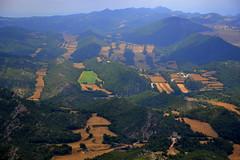 Paisatge de Montclar, al fons el Castell de Queralt. (Angela Llop) Tags: landscape spain eu catalonia montclar concadebarberà pontils wlees510148