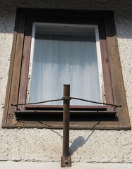 (:Linda:) Tags: window germany village thuringia flagholder reurieth