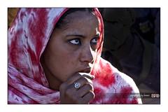 Tuareg_girl (alamond) Tags: portrait sahara girl canon eos village desert south tamron tuareg tamanrasset brane alamond 18270 40d zalar