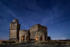 Barcience (raul_lg) Tags: longexposure sky castle clouds stars noche toledo ruinas cielo nubes estrellas nocturna castillo abandonado castillalamancha mark3 largaexposicion barcience raullopez nikon142428 canon5dmarkiii raullg