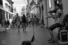 Sevilla - Sierpes (spittle121) Tags: ciudad personas violin musica calles violinista