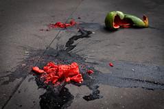 Un crime atroce (Calinore) Tags: street city paris fruit gore rue ville trottoir pastque meurtre viscration viscre
