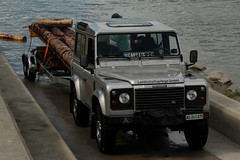 Zusammenbau des Floss von Captain J-C ( 9 x 3.6 Meter gross und ber 5.5 Tonnen schwer ) unterwegs auf dem Rhein ( Fluss - River - Hochrhein ) zwischen L.eibstadt und S.chwaderloch im Kanton Aargau in der Schweiz und Deutschland (chrchr_75) Tags: chriguhurnibluemailch christoph hurni schweiz suisse switzerland svizzera suissa swiss chrchr chrchr75 chrigu chriguhurni 1408 august 2014 hurni140824 august2014 rhein rhin reno rijn rhenus rhine rin strom europa albumrhein fluss river joki rivire fiume  rivier rzeka rio flod ro