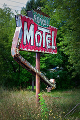 Royal Motel (i saw the sign) Tags: ny newyork sign bulb neon royal rusty motel arrow roadside crusty explored americanroadside brewerton usroute11