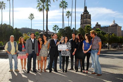 Guillermo Padrés acompañado de su esposa Sra. Iveth Dagnino de Padrés dio el pizarrazo a telenovela de televisa que promoverá la fuerza de destinos turísticos sonorenses.